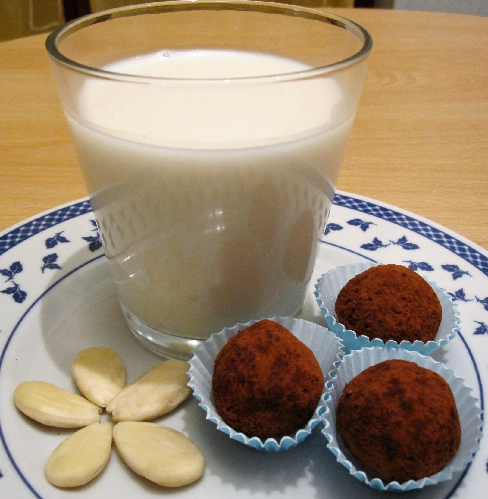 Latte di mandorle (o di nocciole)
