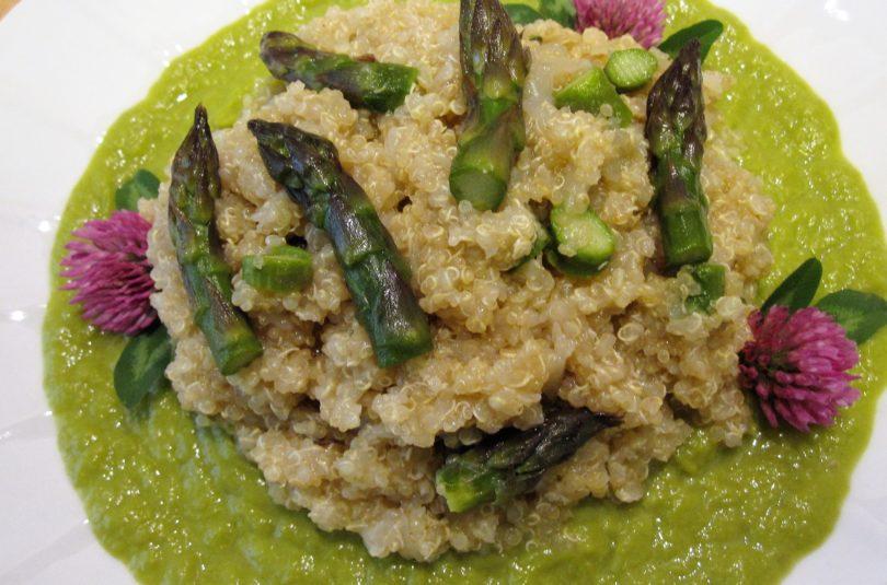 Quinoa agli asparagi e cipollotti