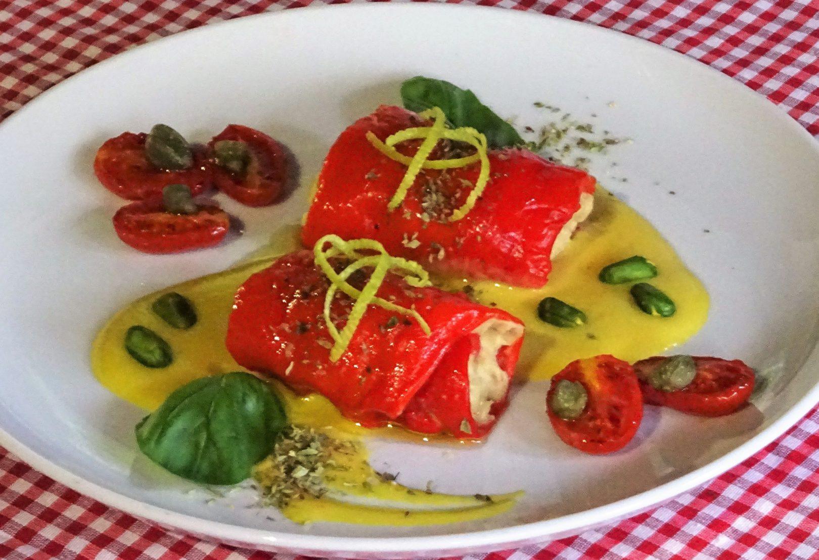 Involtini di peperoni con patè di ceci ai capperi e salsa al latte di mandorla