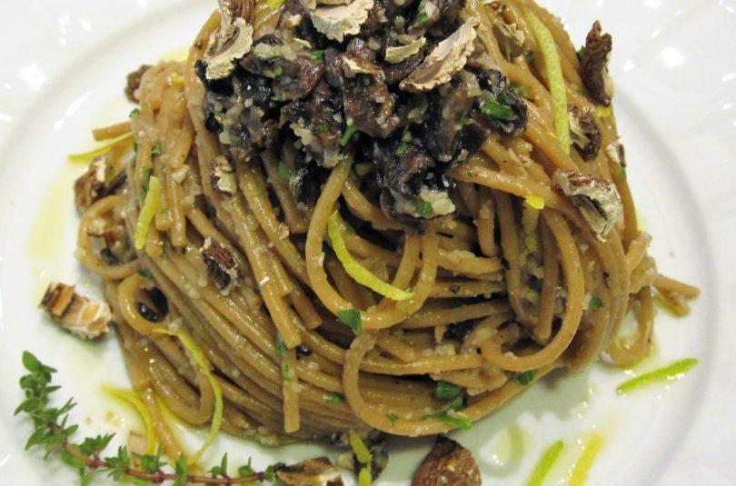 Spaghetti risottati ai funghi e limone