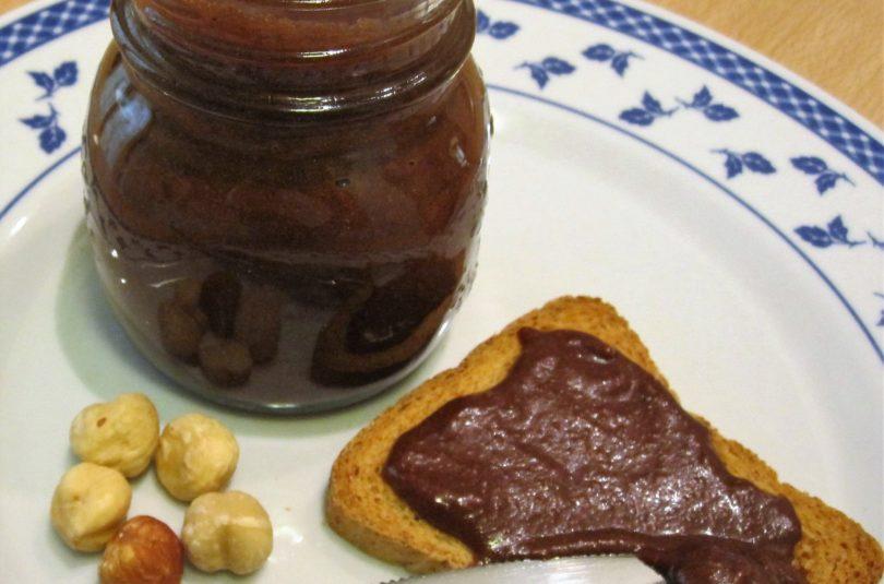 Veg-nutella ovvero crema spalmabile alle nocciole e cacao