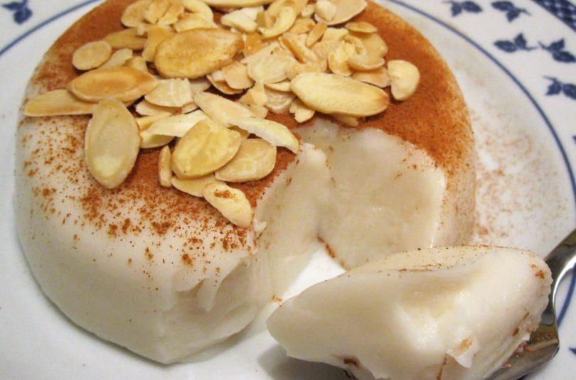 """""""Biancomangiare"""" ovvero budino di latte di mandorla alla maniera sicula"""