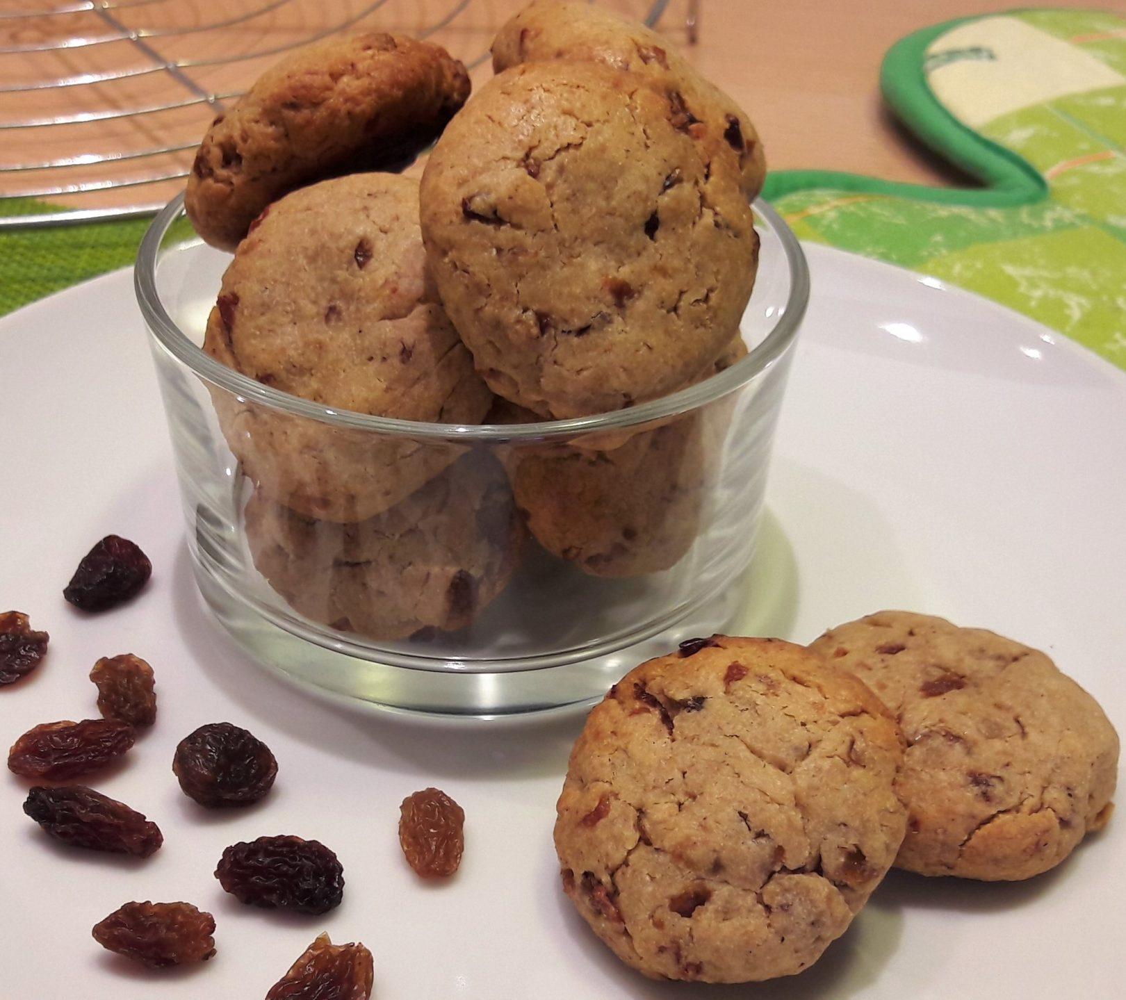 Biscotti rustici con farina di castagne e uva passa