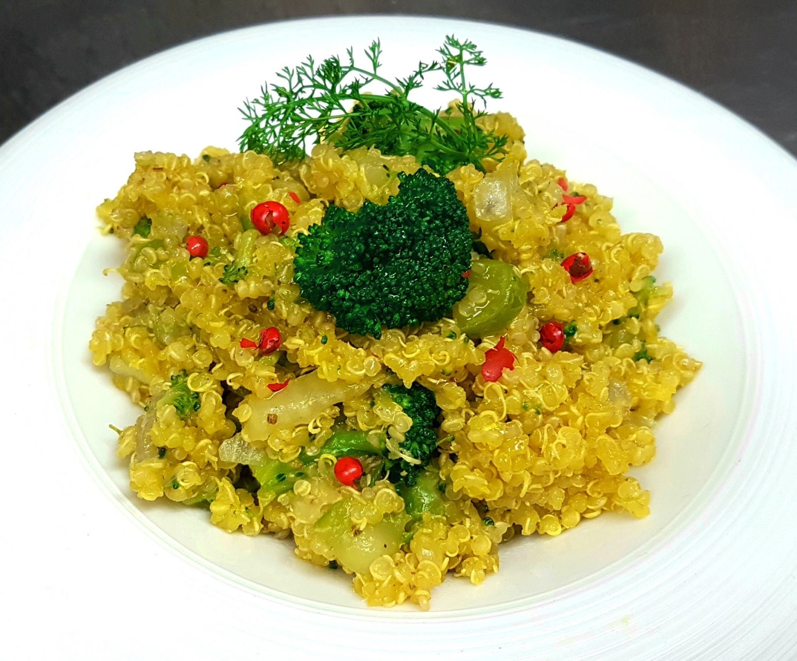 Quinoa allo zafferano con broccoli e finocchi
