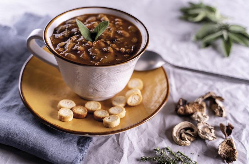 Zuppa di farro e fagioli con porcini e patate