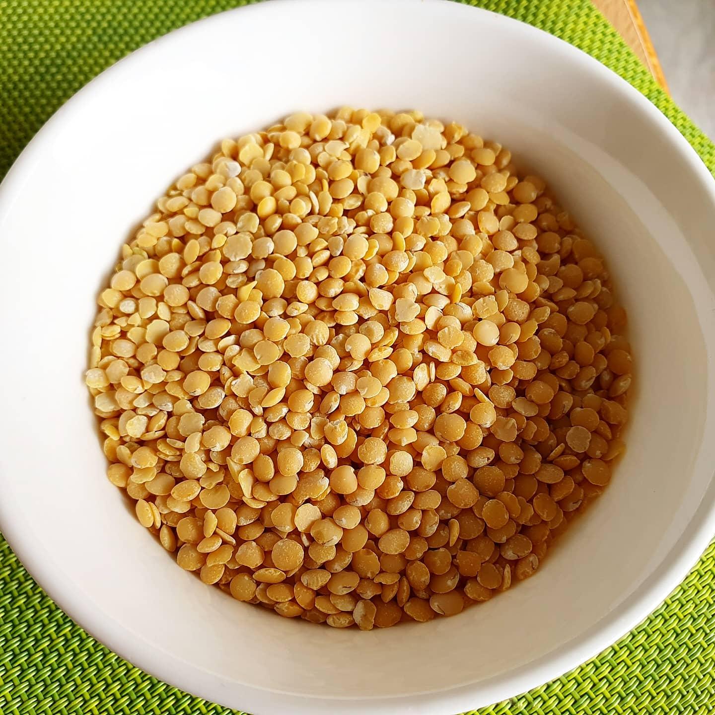 Medaglioni di lenticchie gialle e quinoa