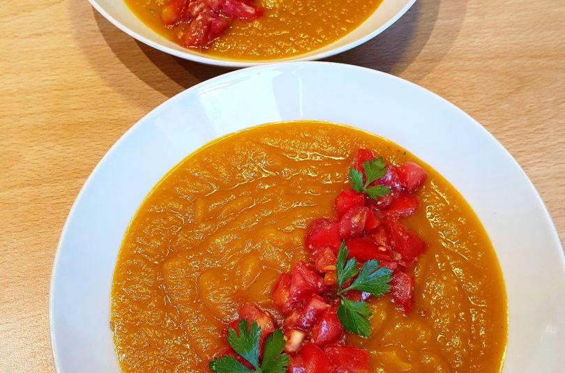 Vellutata di zucca con dadolata di pomodori al miso