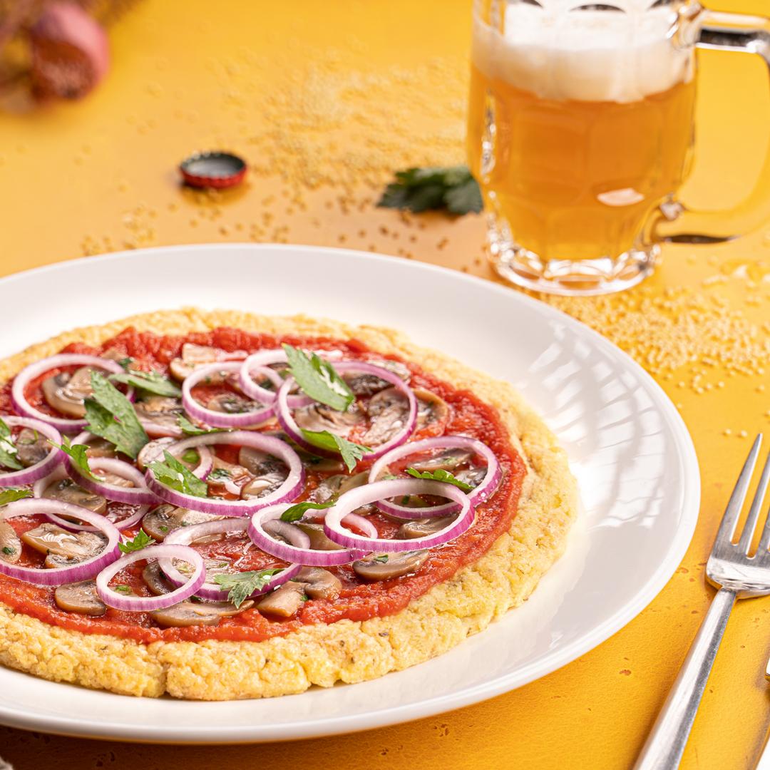 Pizza di miglio con funghi e cipolle