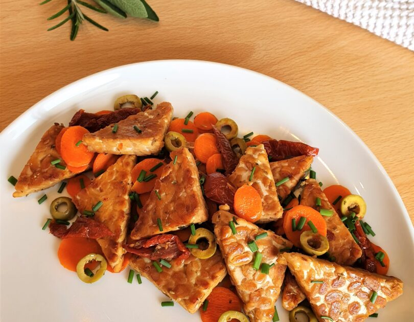 Tempeh con carote alla mediterranea