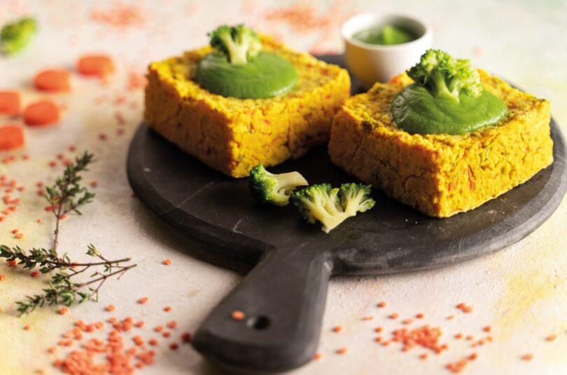 Sformatini di lenticchie rosse e miglio con salsa ai broccoli